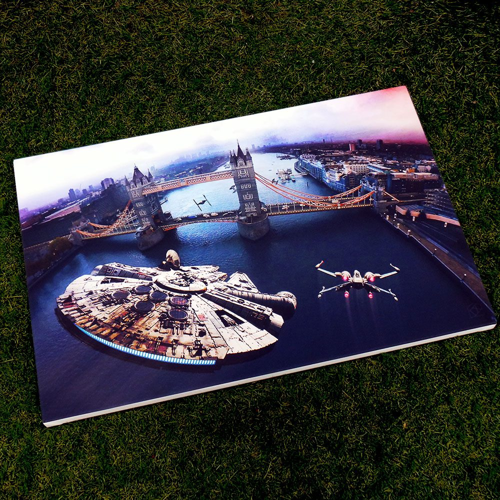 Star Wars v Tower Bridge - canvas print